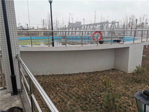 江苏污水处理厂耐酸碱橡胶接头安装现场